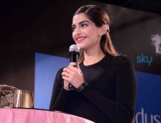 Sonam Kapoor Attends Kala Ghoda Arts Festival Photos