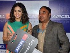 Sunny Leone Arrived To Take Part In Award Function By Aircel Photos