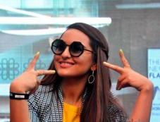 Sonakshi Sinha Attends The Painting Fingernails Competition On Women's Day Photos