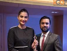 Sonam Kapoor Receives The 'I Am Woman' Award Photos