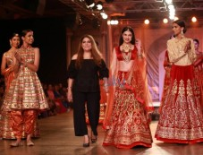 Divya Khosla Kumar Walking The Ramp For Designer Reynu Tandon At ICW 2016 Photos