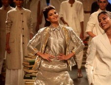 Jacqueline Fernandez Walks For Rajesh Pratap Singh's At Lakme Fashion Week 2016 Photos
