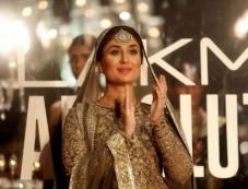 Kareena Kapoor Walks For Sabyasachi At Grand Finale Of Lakme Fashion Week 2016 Photos
