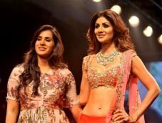 Shilpa Shetty Walks For Anushree Reddy At Lakme Fashion Week 2016 Photos