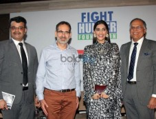 Sonam Kapoor Attends Fight Hunger Foundation Event Photos