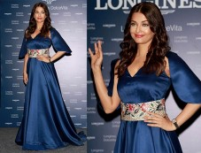 Aishwarya Rai At Launch Of Longiness Store Photos