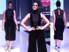 Ileana DCruz Walking The Ramp At Ambience Fashion Weekend Photos