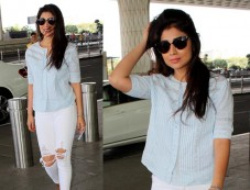 Shriya Saran Snapped At The Airport Photos