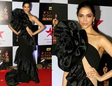 Deepika Padukone Looking Stunning In A Black Gown For The Star Screen Awards Photos