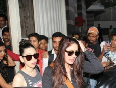 Kareena & Karishma Snapped At Salon In Bandra Photos