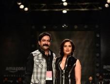 Rohit Kamra Show , Riccha Chadda Showstopper at AIFW 2017 Photos