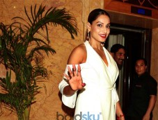 Actress Bipasha Basu At Launch Of Paras Dairy In New Delhi Photos