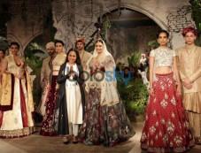 Dia Mirza Walks Ramp For Designer Anju Modi At ICW 2017 Photos