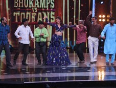 A Gentlemen Promotion On The Sets Of Saregamapa Photos