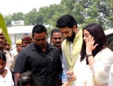 Aishwarya Rai,Abhishek Bacchan and Aradhya Bacchan in Allahabad Photos