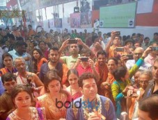 Aishwarya Rai Bachchan And Sachin Tendulkar With Wife At GSB GANPATI WADALA Photos