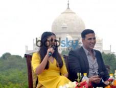 Akshay Kumar and Bhumi Pendekar promotes Toilet Ek Prem Katha at Taj Mahal Photos