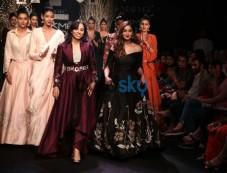 Ileana D Cruz,Dia Mirza,Bhumi And Others Celebs At Lakme Fashion Week Photos