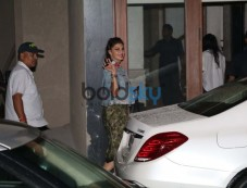Jacqueline Fernandez Spotted At Sidharth Malhotra House For Dinner. Photos