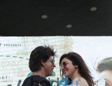 Shah Rukh Khan and Anushka Sharma arrives on Helicopter in Delhi Photos