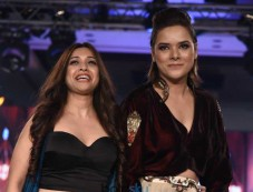 Komal Sood Presents At The Bombay Fashion Week 2017 Photos