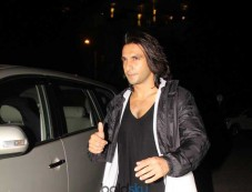 Ranveer Singh Spotted At Bandra Otters Club Photos