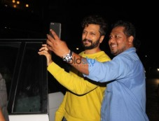 Ritesh Deshmukh Spotted At Salt Water Cafe In Bandra Photos