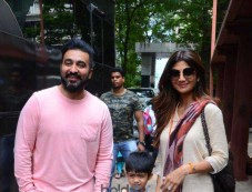 Shilpa Shetty With Family On First Day Of Shoot With New Show Aunty Boli Lagao Boli Photos