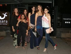 Shilpa Shetty With Friends Spotted At Yauatcha Restaurant In Mumbai Photos