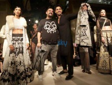 Sidharth Malhotra To Walk For Designer Siddartha Tytler In Delhi Photos