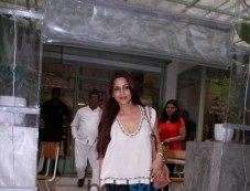 Sonali Bendre Snapped At The Kitchen Garden Photos