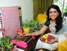 Sonali Kulkarni Ganesh Pooja Photos