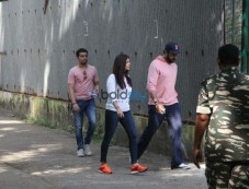 Abhishek,Aishwarya Rush To Aishwarya's Parents Apartment After Fire Breaks Out Photos