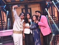 Abhishek Bachchan And Katrina Kaif On The Set Of Lip Sync Battle With Farah Khan Photos