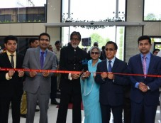 Amitabh Bacchan And Jaya Bacchan At Launch Of Kalyan Jewellers Store In Bhopal Photos