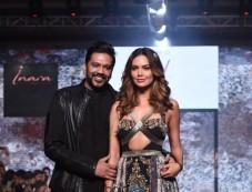 Esha Gupta Walks For Rocky S At India Beach Fashion Week On Day 2 In Goa Photos