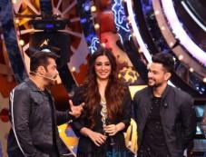 Golmaal Again Team Visits Bigg Boss House Meets Salman Khan Photos