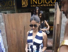 Ileana D'Cruz Snapped At Bandra Photos