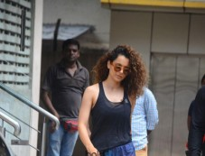 Kangana Ranaut Spotted At Bandra Photos
