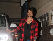 Karan Singh Grover Spotted At Bandra Photos