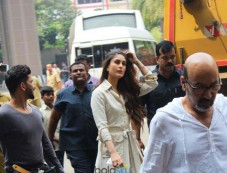Kareena Kapoor Shoot For Her Upcoming Movie At Mumbai International Airport Photos