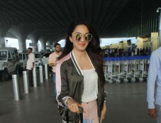 Kiara Advani Spotted At Airport Photos