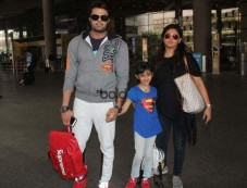 Manish Paul Spotted With Family At  Airport Photos