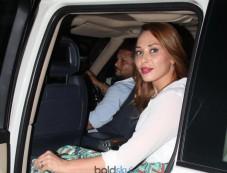 Rishi Kapoor,Iulia Vantur And Ahan Shetty Snapped In Bandra Photos