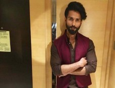 Shahid Kapoor Wearing Anita Dongre For Diwali Festivities 2017 Photos