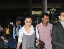 Shraddha Kapoor Spotted At Airport Photos