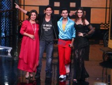 Kriti Sanon & Rajkumar Rao Along With Hrithik Roshanon On Sets Of Farah Khans Lip Sing Battle Photos