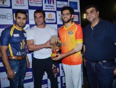Aaditya Thackeray And Sohail Khan Play Underarm Cricket At TPL To Motivate The Youth To Play Sports Photos