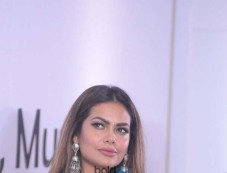 Esha Gupta At The Press Conference Of Namaste America Photos