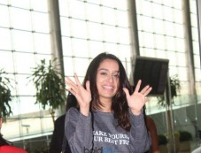 Shraddha Kapoor Spotted At Airport Photos